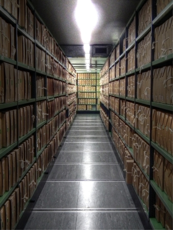 2048px-A_corridor_of_files_at_The_National_Archives_UK_ - Copy_tonemapped